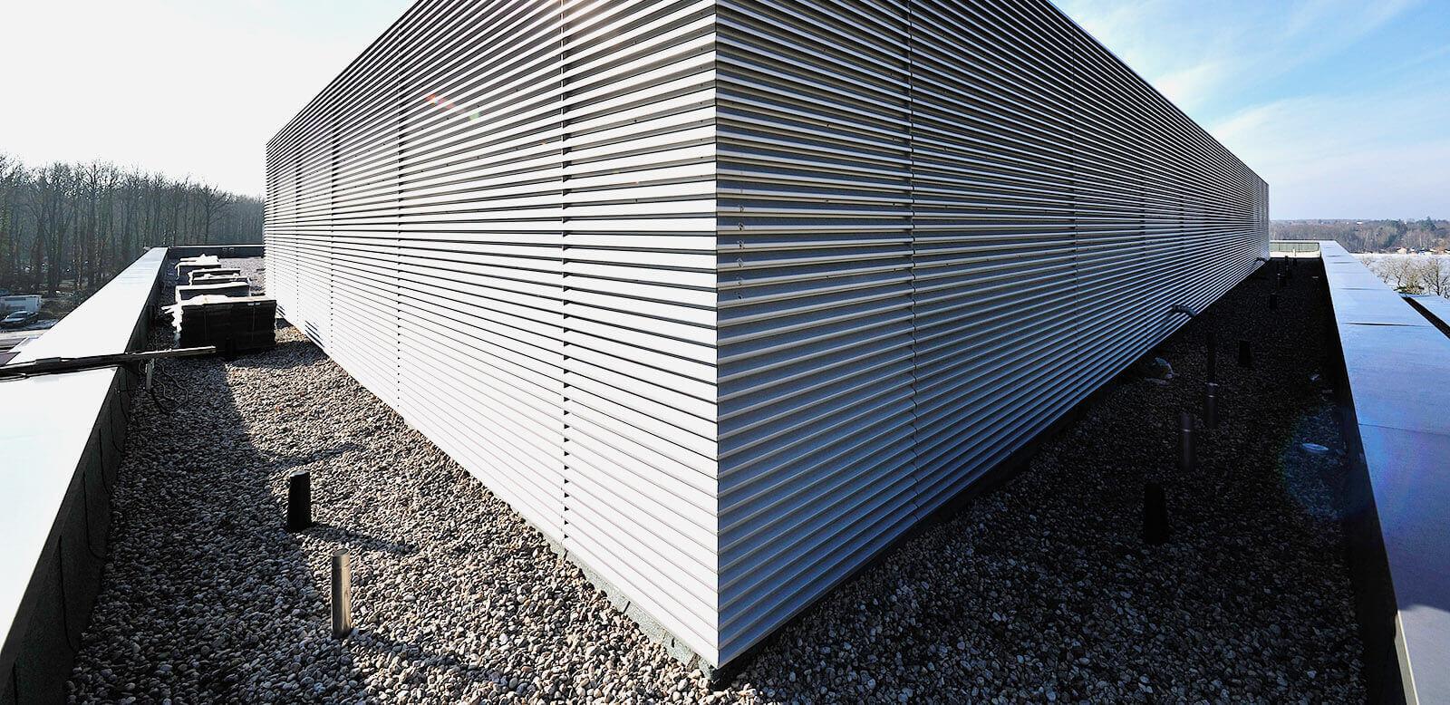 Einzigartig Fassade Mit Blech Verkleiden Foto Von Dieringer Lamellen Als Verkleidung Der Technik